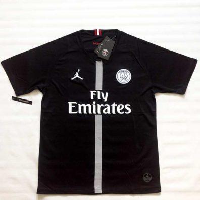 Camisola PSG Jordan preta foto frente